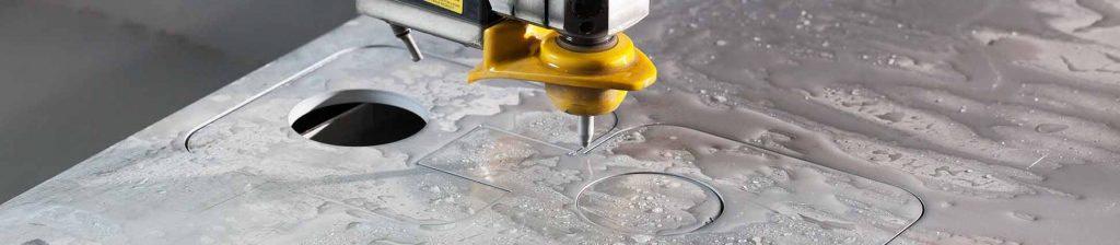 Рязане на метал с водна струя